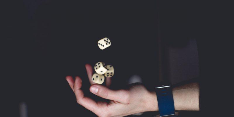 Wie onthouden spelregels beter: Mannen of vrouwen?